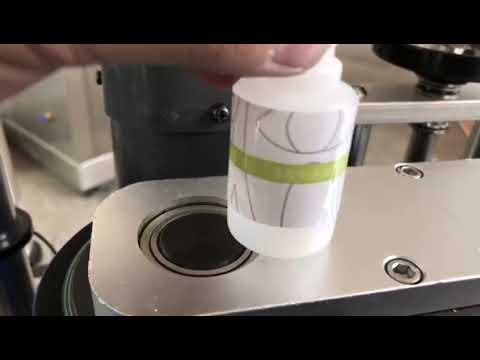 小さなデスクトップ自動丸ボトルステッカーラベリングマシン